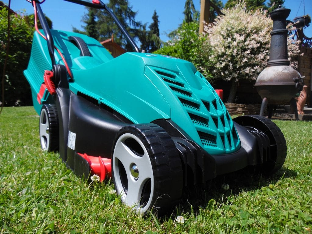 lawn-mower-2370837_1920