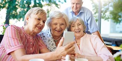 Legjobb mobiltelefonok időseknek 2021